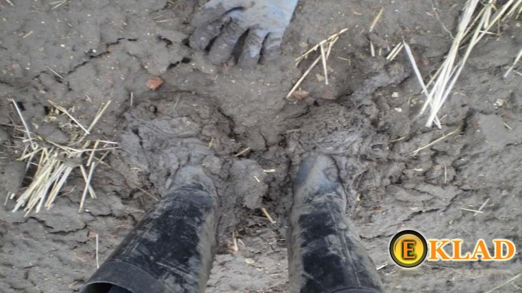 Поиск с металлодетектором осенью и весной - это всегда грязь